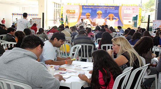 Dia de festa reúne trabalhadores da construção em Curitiba
